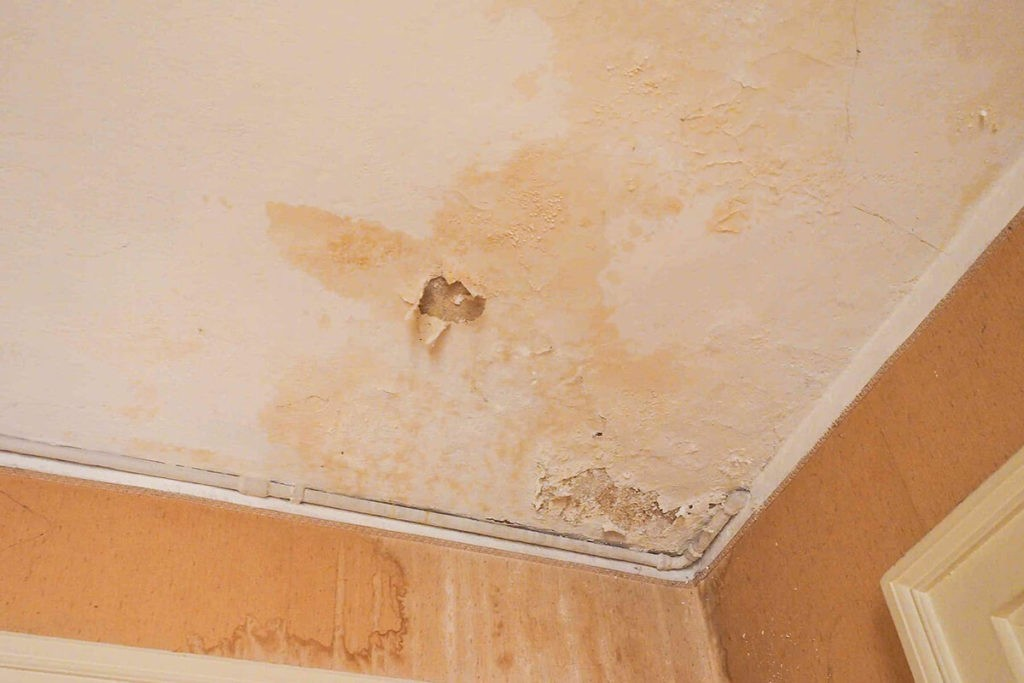Water Damage Ceiling new-West Palm Beach Mold Remediation & Water Damage Restoration Services-We offer home restoration services, water damage restoration, mold removal & remediation, water removal, fire and smoke damage services, fire damage restoration, mold remediation inspection, and more.